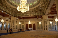 Sultan-Qaboos-Grand-Mosque-in-Muscat-Oman-main-prayer-hall