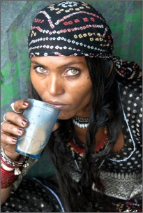 Beautiful Bhopa woman drinking masala chai (tea), Rajasthan, Ind