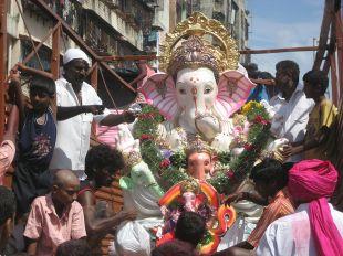 800px-ganesh_idol_in_mumbai
