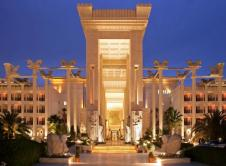 dariush-grand-hotel-entrance