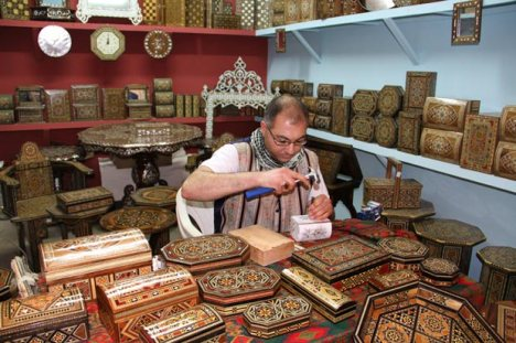 Artisan-Mohamed-Ben-Mohamed-Khair,-Syria,-Sadaf-wooden-Crafts