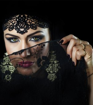 1566_Beauty-Secrets-of-Women-from-the-Arabian-lands_shutterstock_-376406011