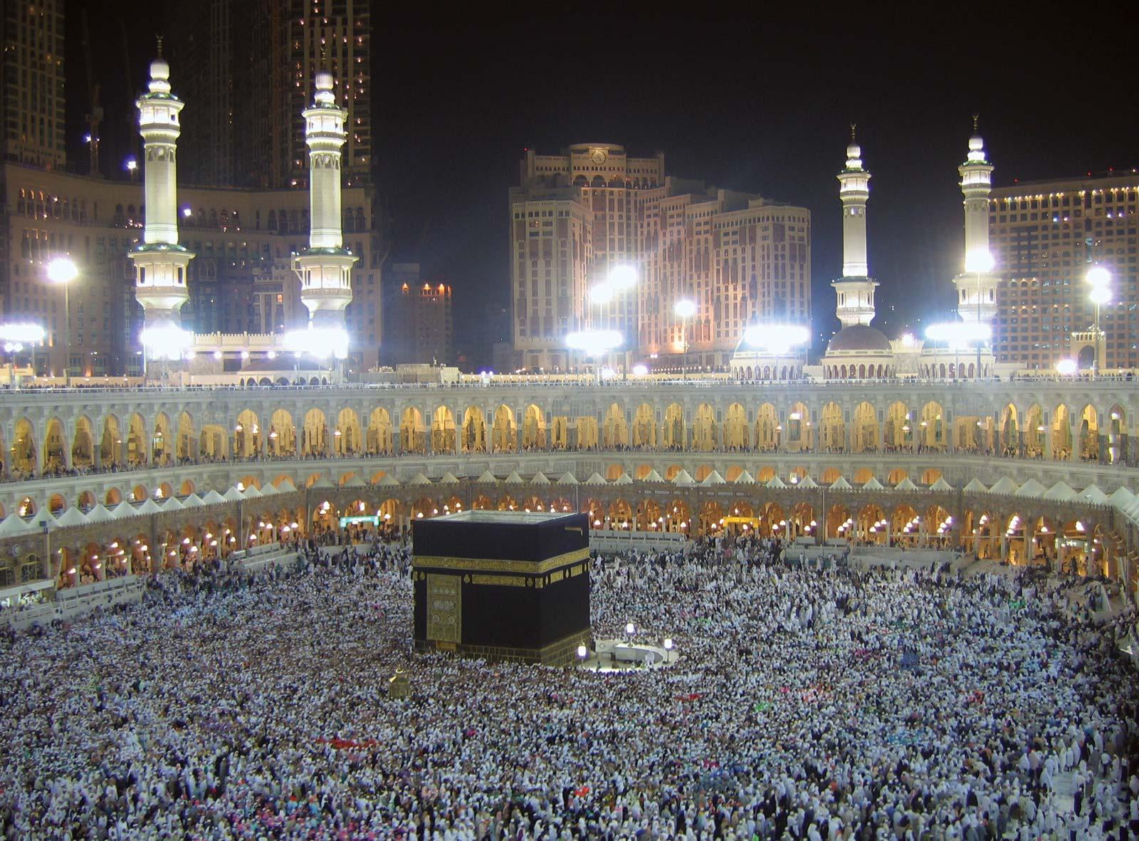 pilgrims-Muslim-Kabah-Mecca-Saudi-Arabia